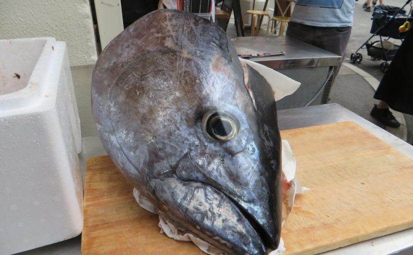 Steine über'n Fischmarkt tragen
